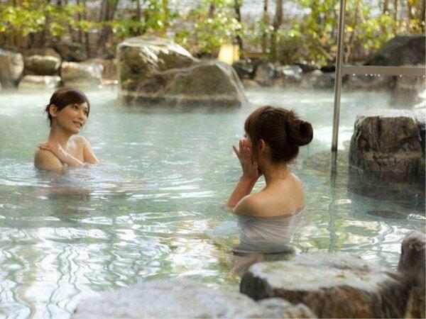 柔らかな道後温泉の引き湯を楽しめる 露天風呂 左の湯