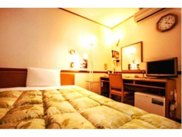 シングルルーム(約11~12平米)140cm幅のベッドなのでお2人でお休みになることも可能