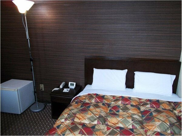 【ダブルルーム】全室サータ社製仕様の最高級マットレス&低反発枕を使用。