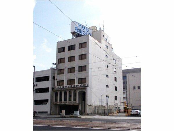 JR松山駅より徒歩約3分。伊予鉄道大手町駅より徒歩約3分。松山空港より車で約15分と交通至便です。