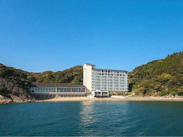 おだやかな渚にたたずむ開放的な雰囲気の隠れ家的リゾートホテル
