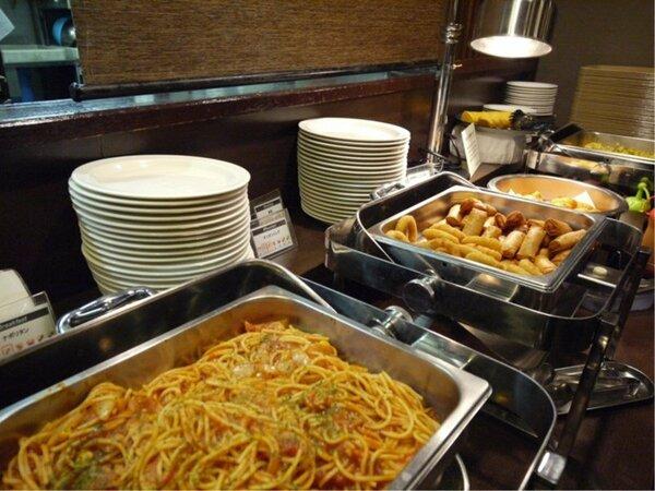 ・ご宿泊のお客様には和洋の朝食バイキング無料サービスです♪