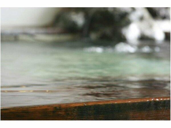 濃~い温泉!掛け流しの湯をゆっくりとお楽しみくださいね!
