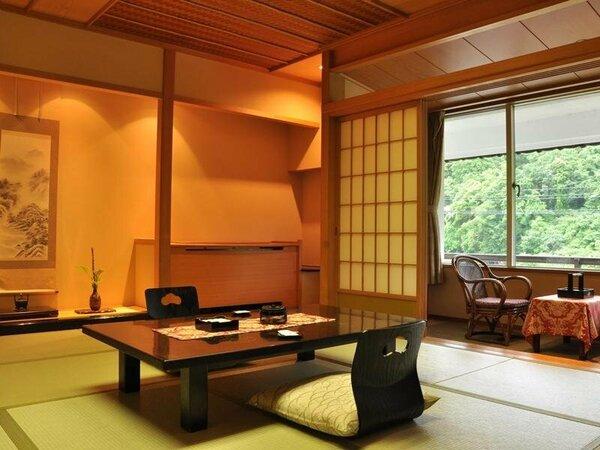 本館和室(一例) 四季折々の景色をお楽しみください。