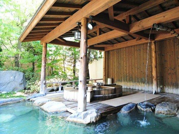 源泉100%掛け流しで温泉本来の泉質を存分にご満喫ください。(庭の湯)