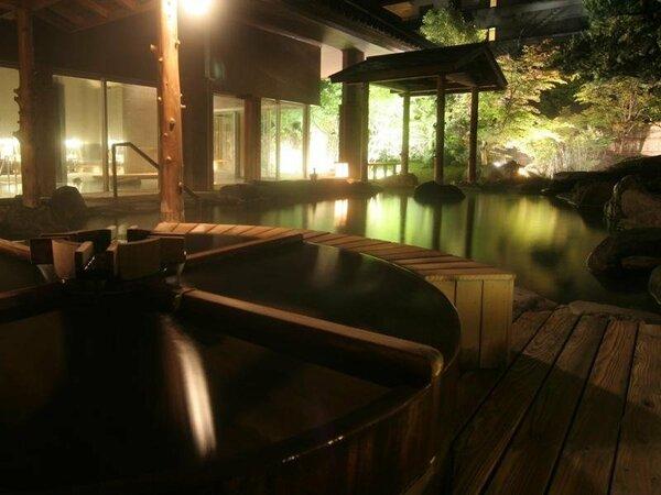 閑静な日本庭園に包まれて心静かに寛げる庭園露天風呂『うららの湯』『心酔の湯』(庭の湯)