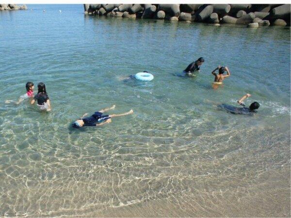 白扇目の前砂浜~海水浴を楽しむお子様~