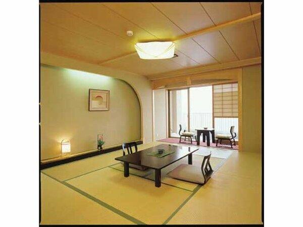 日本海を望む和室のお部屋でごゆっくりお寛ぎくださいませ♪