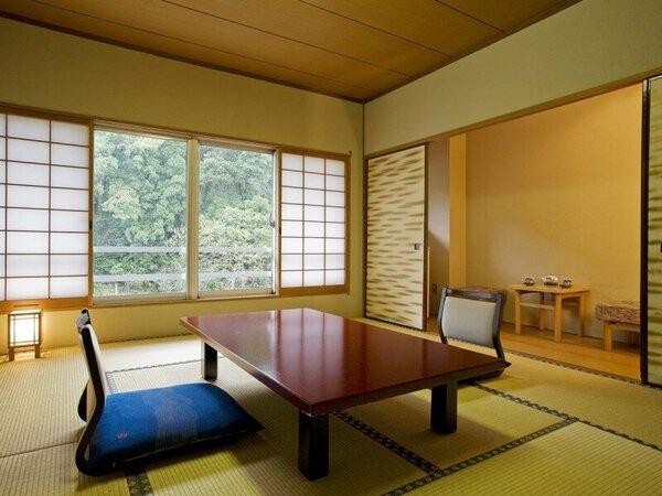 【本館客室】回遊式日本庭園が楽しめ、落ち着いた雰囲気の客室。(事前指定不可)