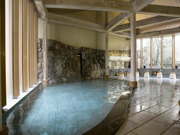 ~大浴場~檜の梁と御影石の浴槽が調和。健康はもちろん美容効果もある皆生温泉のお湯を使った湯殿です。