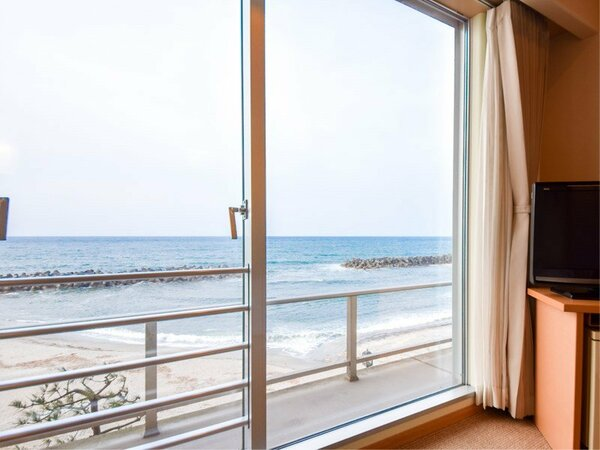 *【西館3・4階】セミダブル:窓からは海景色が!潮騒を聴きながらお寛ぎください。