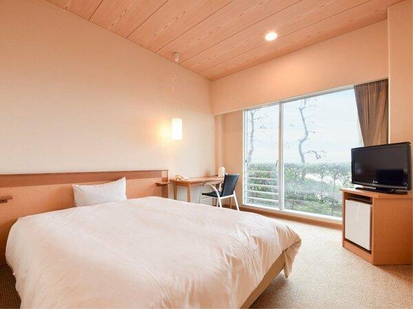 *【西館1階】波打ち際シングル:ベッド幅152cmでゆったり。潮騒を聴きながらお寛ぎいただけます。