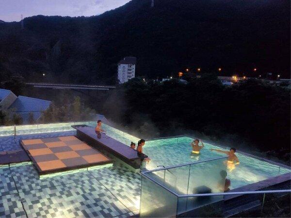 *【おぷ~ろ(イメージ)】夜はライトアップされて幻想的。芯までリラクゼーションできる新施設