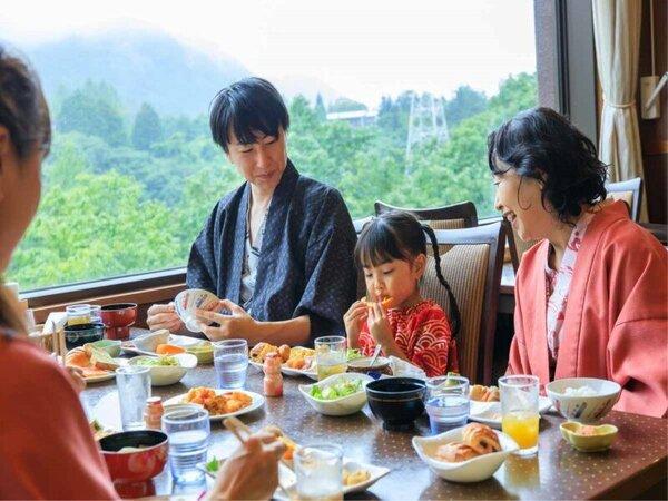 *【朝食バイキング(一例)】みんなでのお食事で、お子様の食事も進みます♪