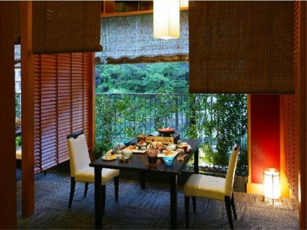落ち着いた雰囲気の和風ダイニングで和食膳をご堪能ください。