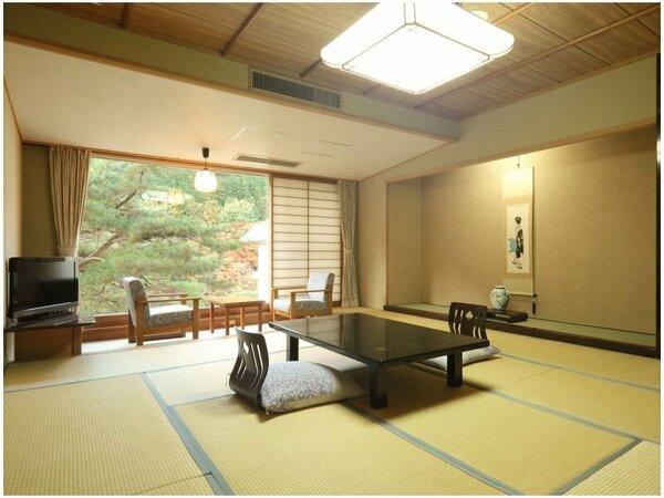 【ゆったり広々和室13.5畳】鬼怒川を眼下に望む寛ぎの客室