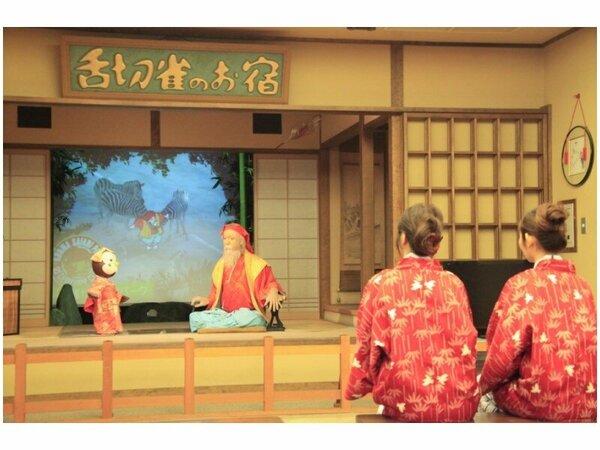 サイボットシアターは1日4回。昔なつかしい物語を人形劇で御覧頂けます。(無料)