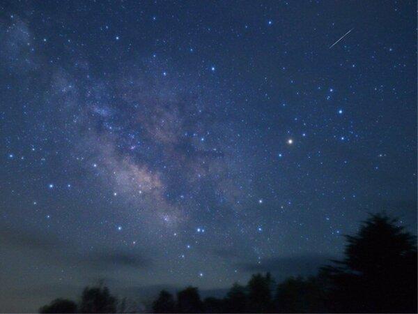 空気が澄んで星も輝く冬の夜空