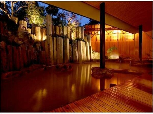 「千遊」 露天風呂 石段の湯