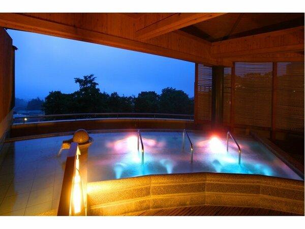 「千楽」 展望の寝湯ジェットバス  (さまざまな湯船を自由気ままにご堪能してください)