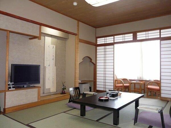 一般客室の1例。8畳又は10畳当館の客室は全てウォシュレット付です