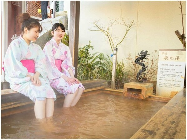 温泉街で気軽に浸かれる足湯♪観光で疲れたときはひと休みがてら『入浴』してみては?