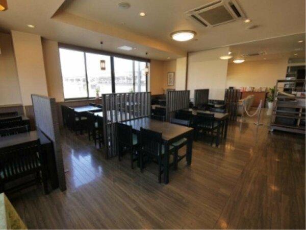 2F:朝食レストランは6:45~9:00の営業。和洋のバイキング形式です。