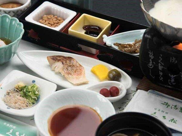 *朝食(一例)/アツアツの豆乳湯豆腐をはじめ、ほっと一息つく和食をご用意