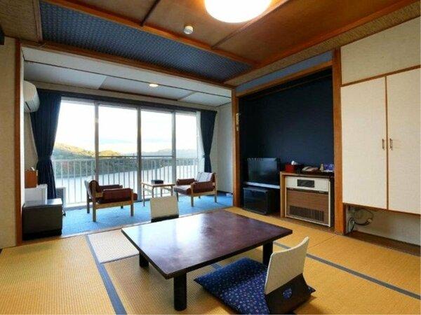 【本館客室】赤谷湖ビューのお部屋からは四季折々の風景をお愉しみいただけます※客室一例