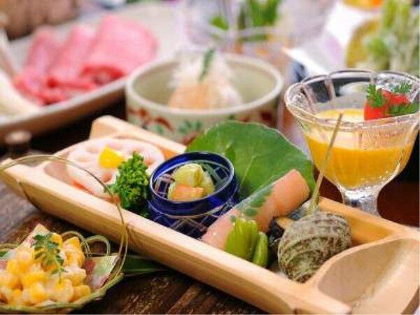 地元の素材や厳選された食材を使った料理(一例)