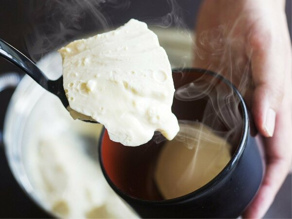 """【朝食一例 できたてすくい豆富】出来てすぐの豆富をすくいあげて召し上がる""""朝の名物"""""""