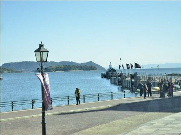 ホテル前面から眺められる大村湾の海
