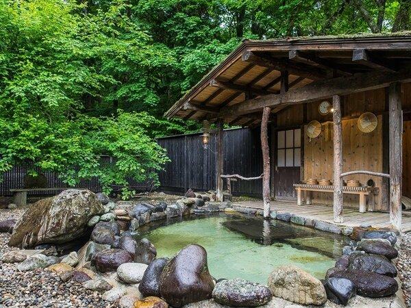 貸切露天風呂は7:00より毎時50分間のご利用となります。ご宿泊のお客様は無料でございます。