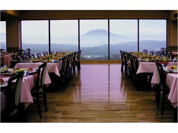 レストラン天望。雄大な風景が望めます。