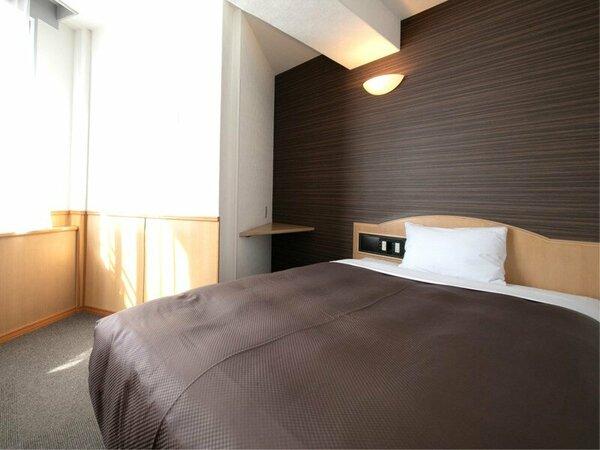 「本館」◆スタンダードセミダブル◆シングルベッドよりも広いベッドで快適な眠りを(1名利用イメージ)