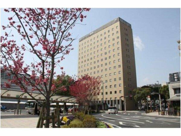 鹿児島中央駅ロータリーから見た当ホテルの風景。