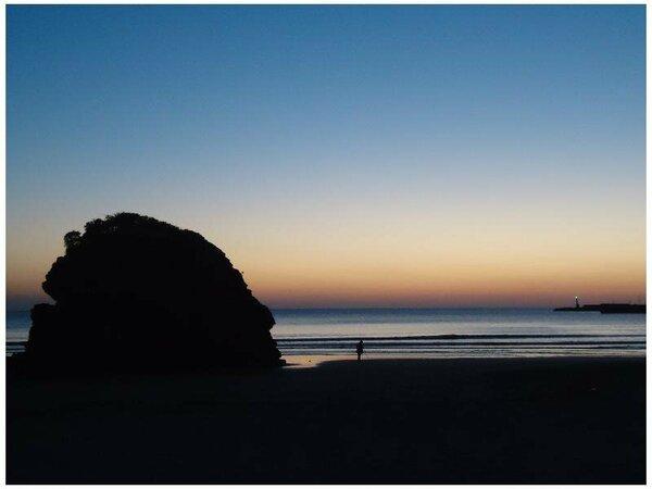 ◆稲佐の浜◆夕日スポットです♪出雲大社に全国から集まる神々がこの浜に上陸されるといわれる浜です。