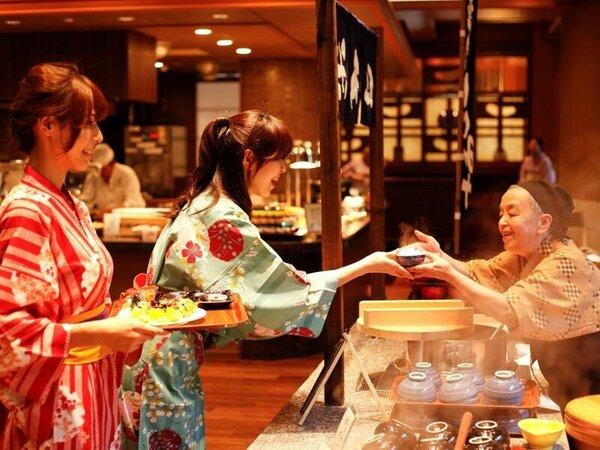【朝食ビュッフェ】大好評の朝食ビュッフェは和洋50種類以上からお好きなモノをお選び下さい。