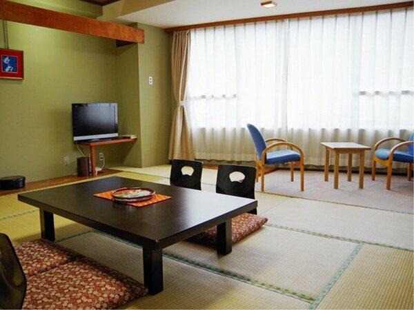 【広々和室】室内はシンプルで無駄のないデザイン。