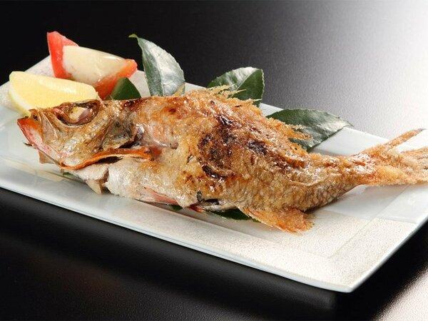 【のどぐろの塩焼き(イメージ)】「白身のトロ」とも呼ばれる高級魚。