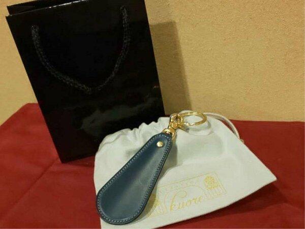 革屋クオーレのオリジナル革靴べらをプレゼント