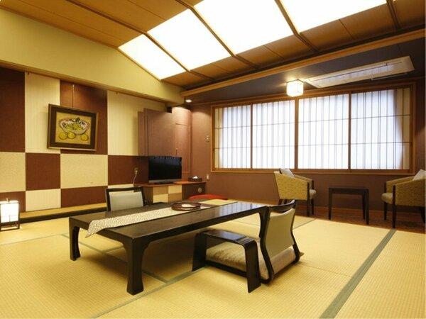 【広々デラックス和室(12.5畳+広縁・禁煙)】112.5畳のゆとりある広さで。