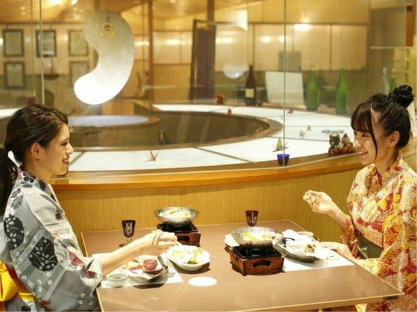 【ダイニング出雲(イメージ)】巨大水晶まがたまを眺めながらのご夕食をお楽しみ下さい。