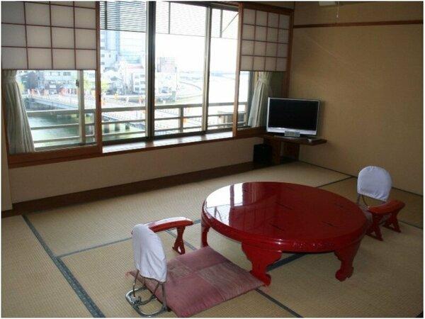 大橋川を望む10畳和室の一例