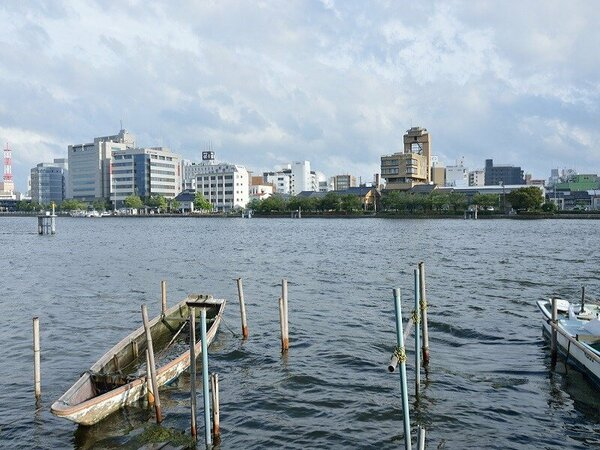 旅館前の大橋川