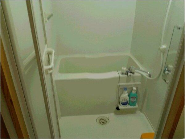 洗浄器付トイレ客室の浴室(トイレと分かれています)