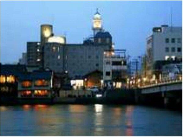 水都の表情がロマンチックでしょ!都会の喧噪を忘れて「ひとときの癒し」を!