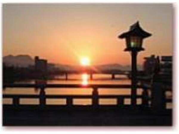 当ホテル足下の銘橋「松江大橋」のエキゾチックな風景です!