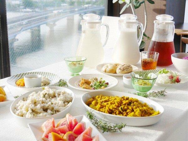 朝食テーブル