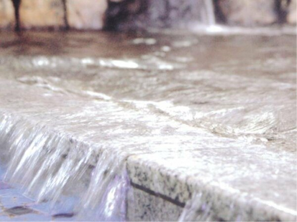高い効能が自慢の温泉に浸かってリラックス♪